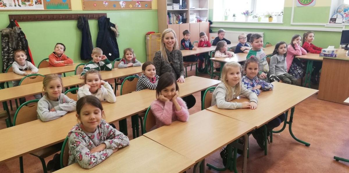 Przedszkolaki zwiedzają Szkołę Podstawową nr 3